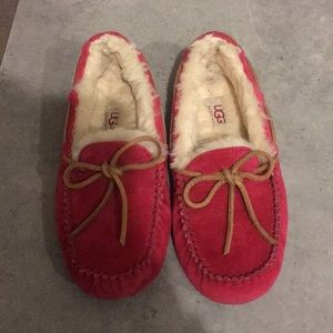 UGG slippers size 6. Worn 2 times inside